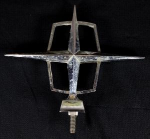 Lincoln Hood Ornament - 60's