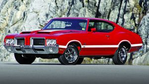 The image and handling endured on the 1971 Oldsmobile 4-4-2, but the 455 lost some grunt