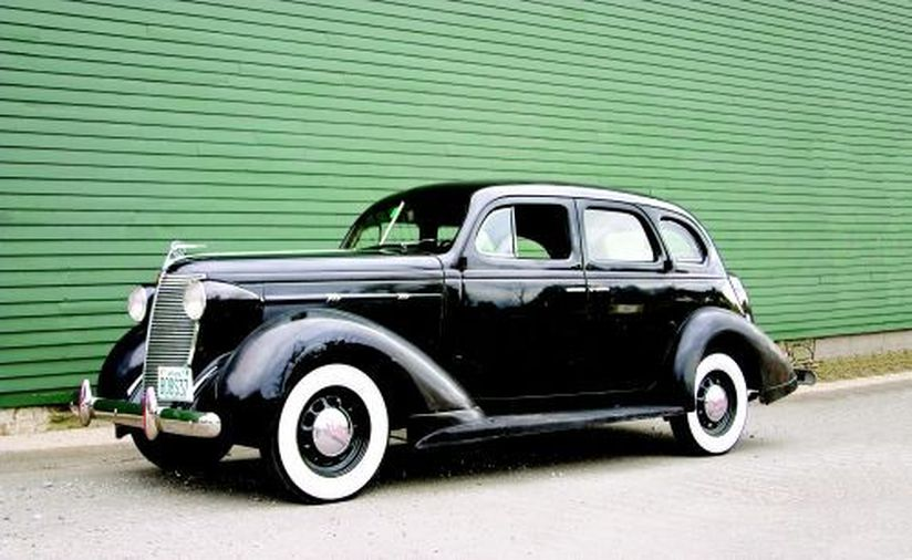 1937 yıl üretimi Nash Motor Company'ye ait bir otomobil